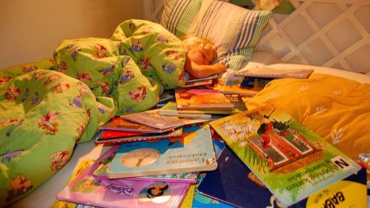 libros-niña-cama