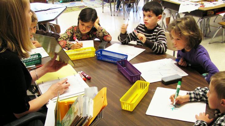 maestra-clase-escuela