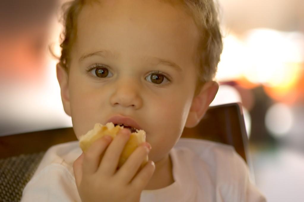 bebé-comiendo