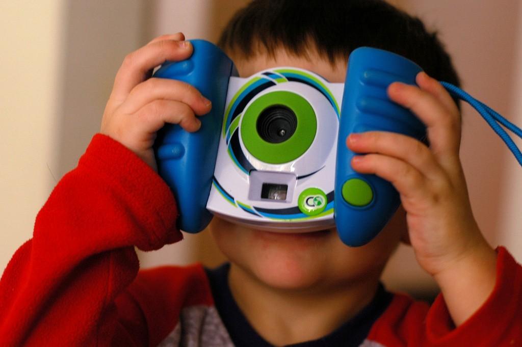 niño-cámara-fotos