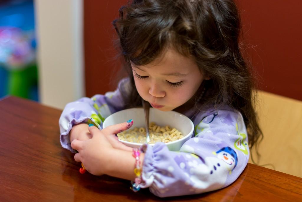 niña-cereal
