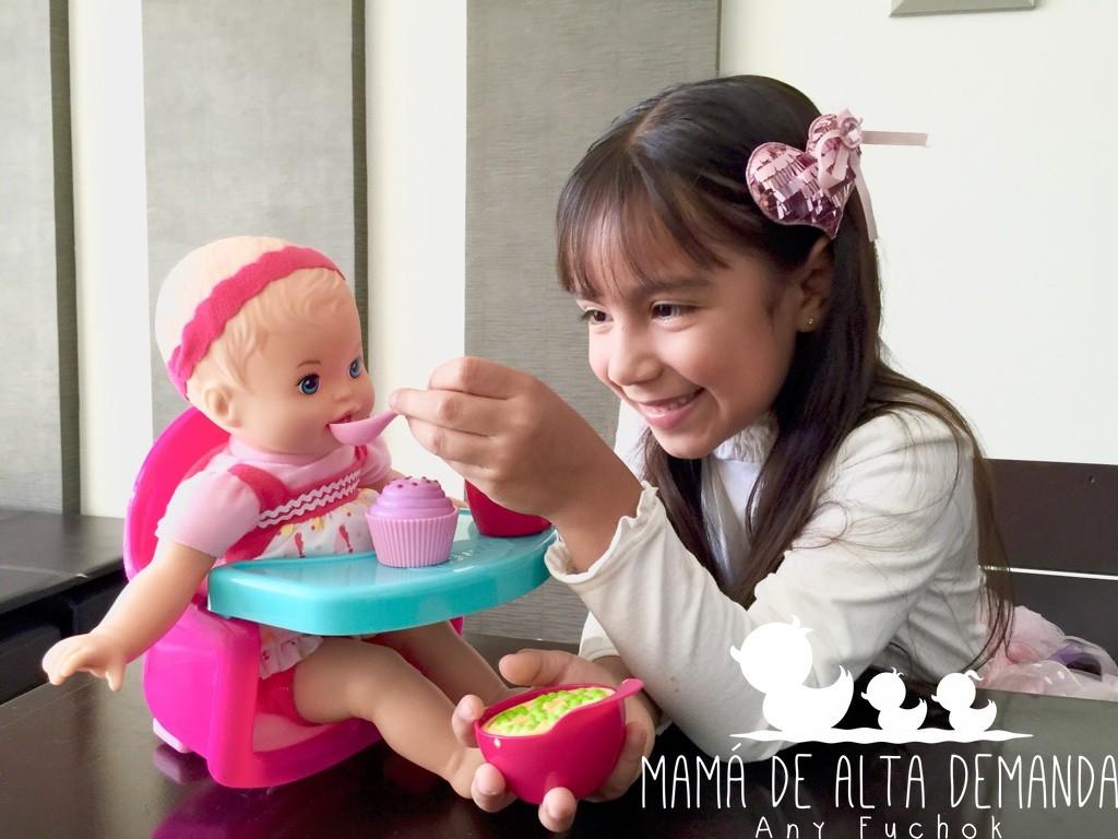 hija-juegue-muñecas1