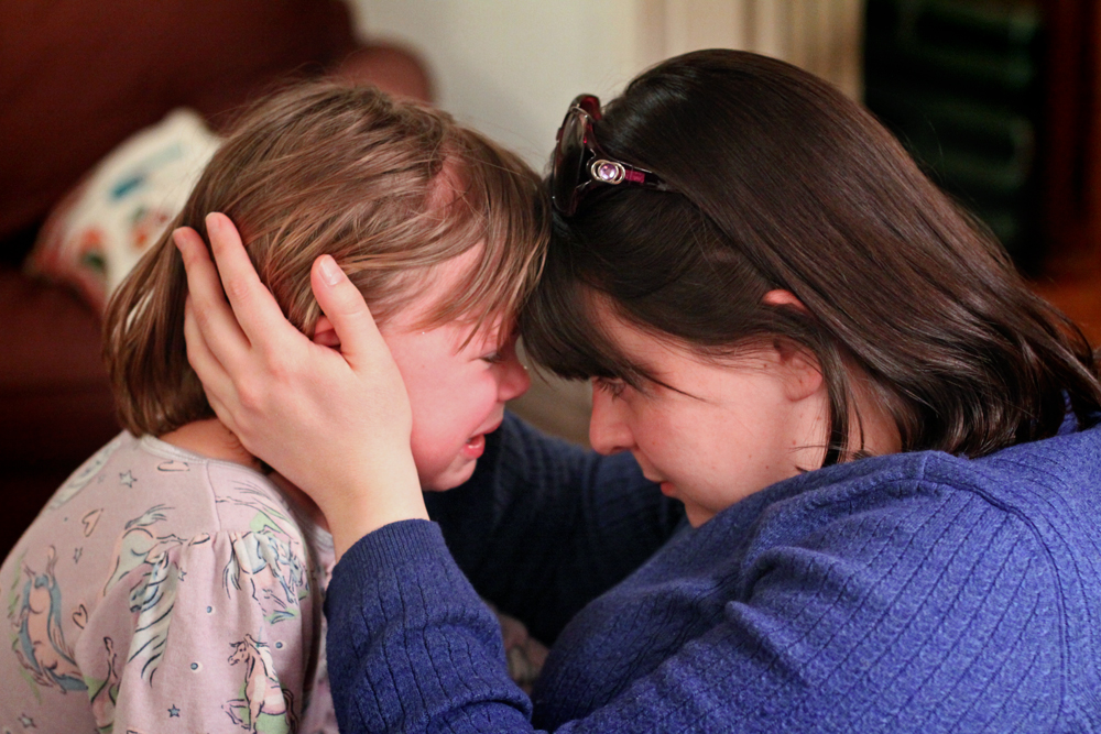 niña-llorando-mamá