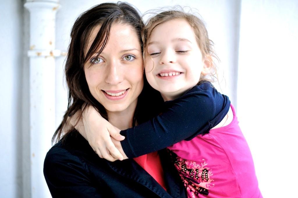 mamá-hija-abrazo