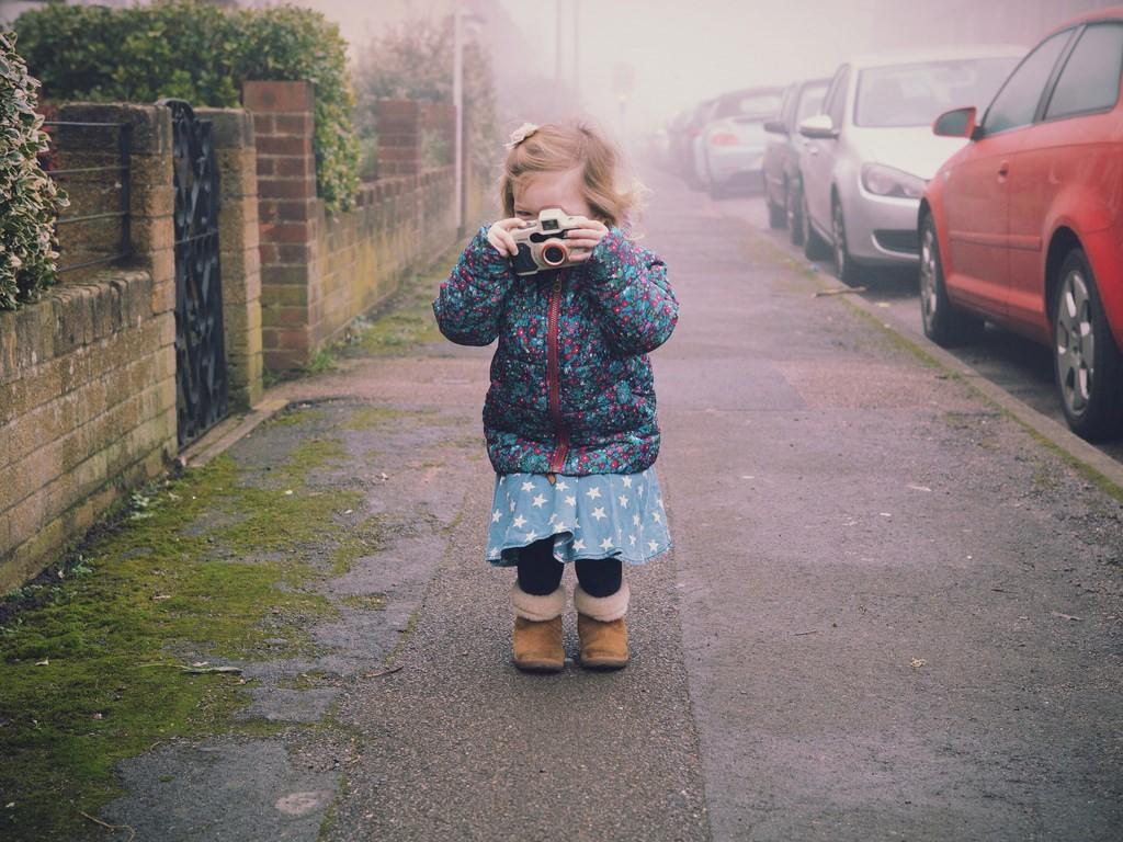 niña-cámara