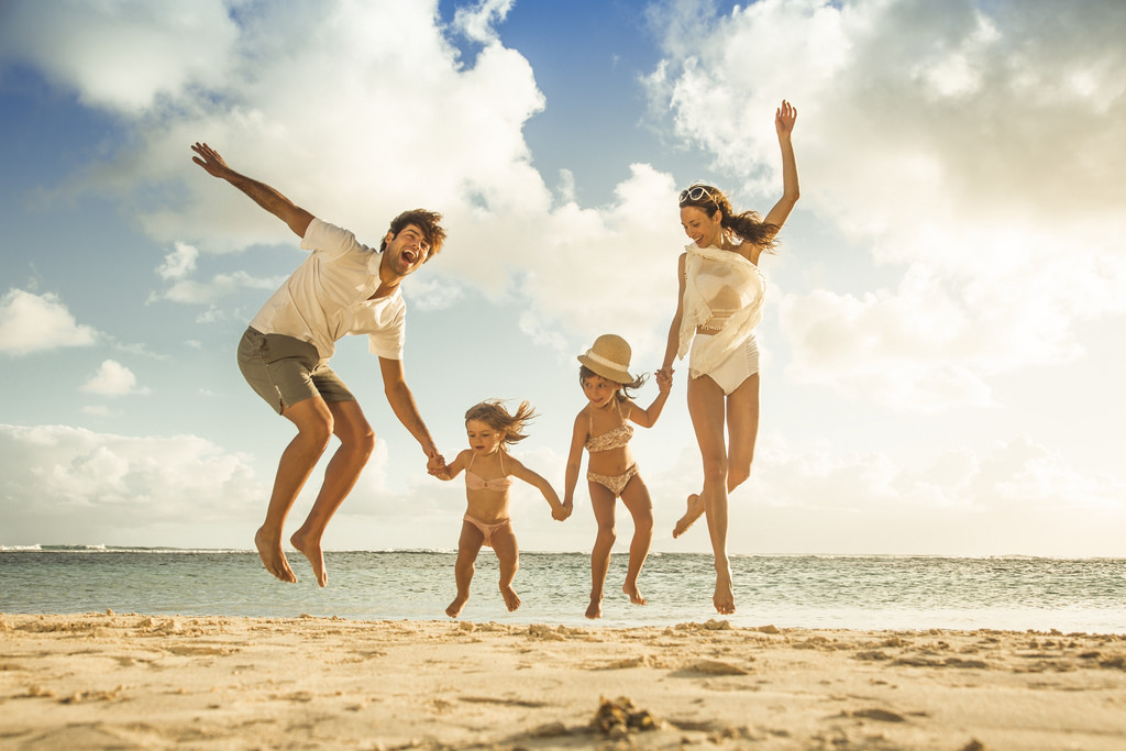 familia-playa-vacaciones