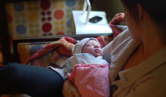 mamá-bebé-recién nacido