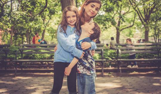 mamá-hijos-parque