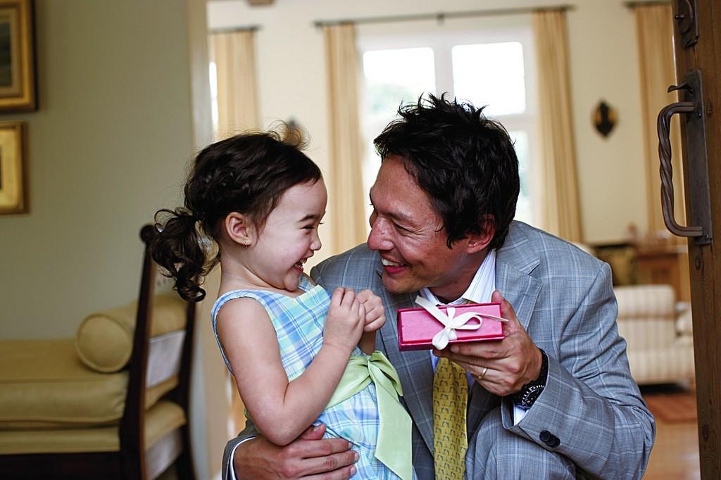padre-hija-regalo
