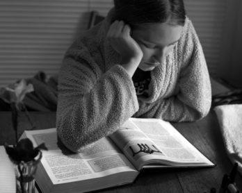 estudiante-combatir-stress-exámenes-escolares