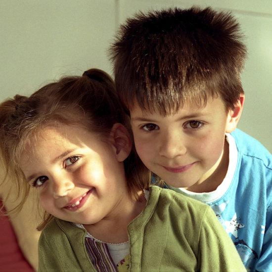hermano-hermana-niños