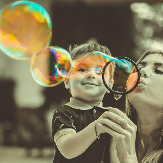 mamá-hijo-burbuja